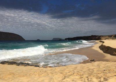 playa-de-las-conchas-vista-alegranza