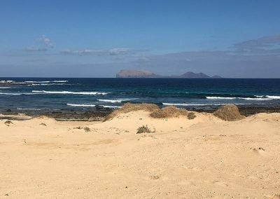 alegranza-desde-playa-del-ambar