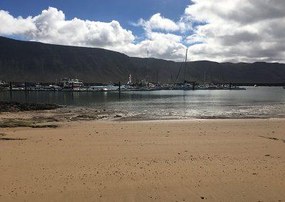 vista-de-famara-desde-playa-la-laja