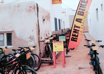 Callejon-del-puerto-rent-a-bike-la-graciosa
